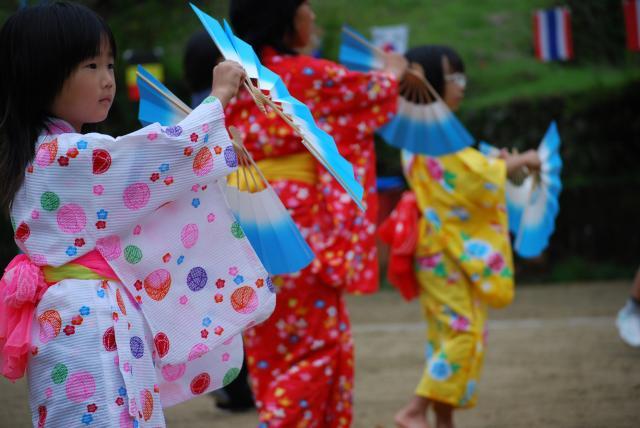 Múa hát tại lễ hội Obon